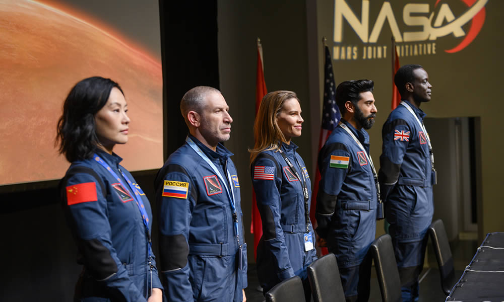 Away: Hilary Swank vola verso Marte nella serie Netflix | Comics1.com
